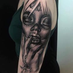 Tatouage Santa Muerte bras N&B