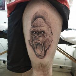 Tatouage réaliste en cours gorille