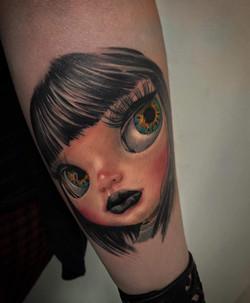 tatouage poupée