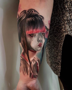 Tatouage réaliste geisha