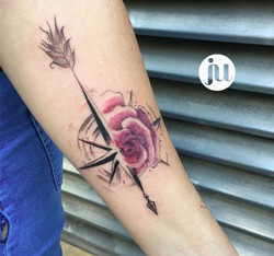 Tatouage rose des vents et rose