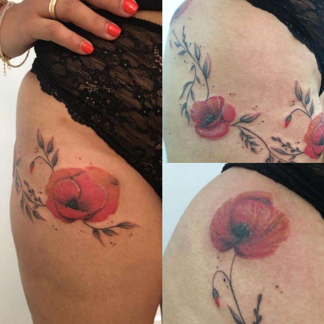 Tatouage floral en aquarelle recouvremen