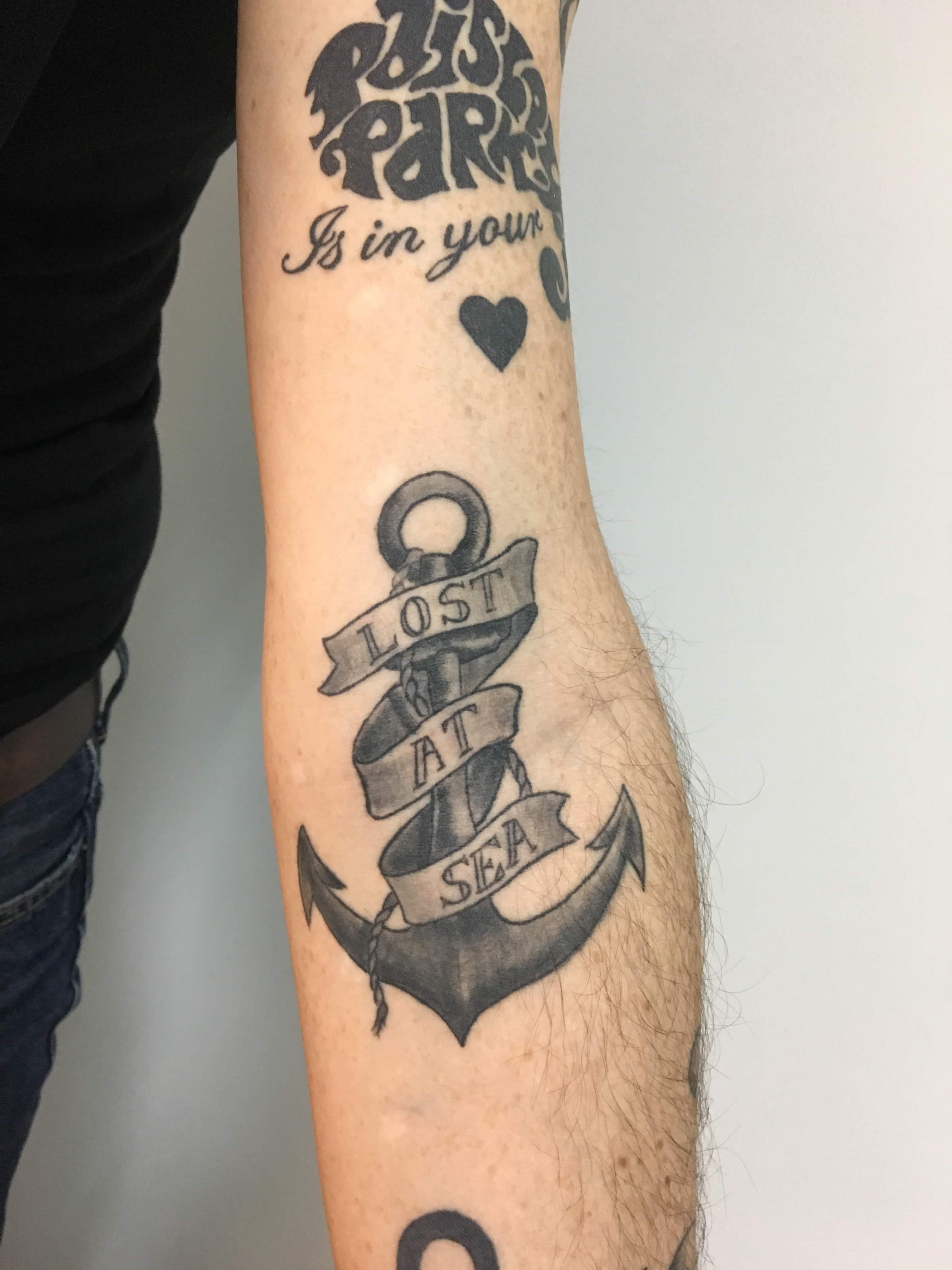 Tatouage ancre marine et banderole