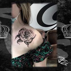 Tatouage Rose noir et gris