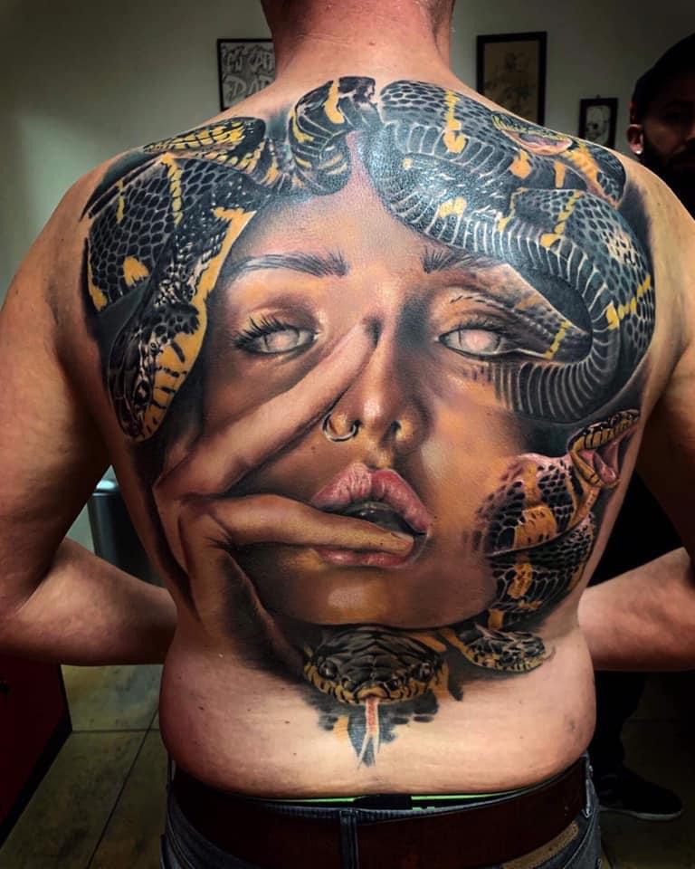 Tatouage Médusa dos complet