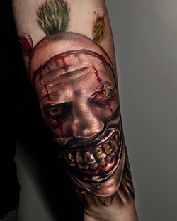 Tatouage réaliste d'un clown