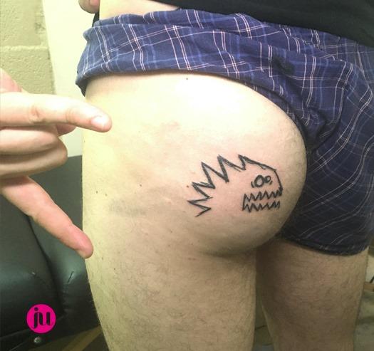 Tatouage fun fesses