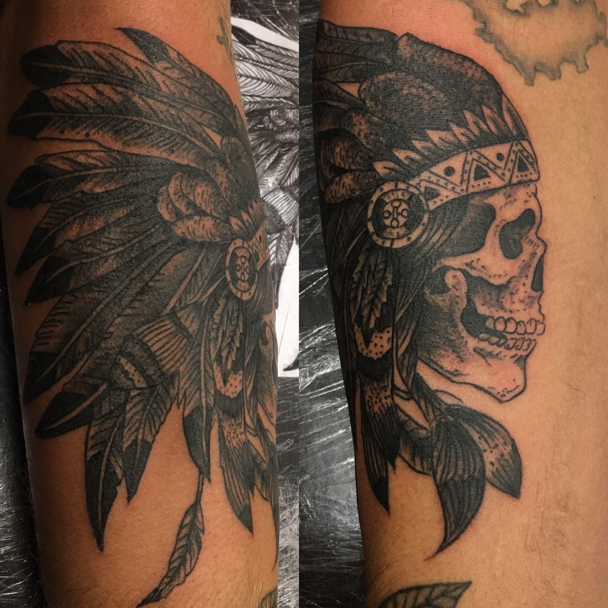 Skull indien, noir et gris