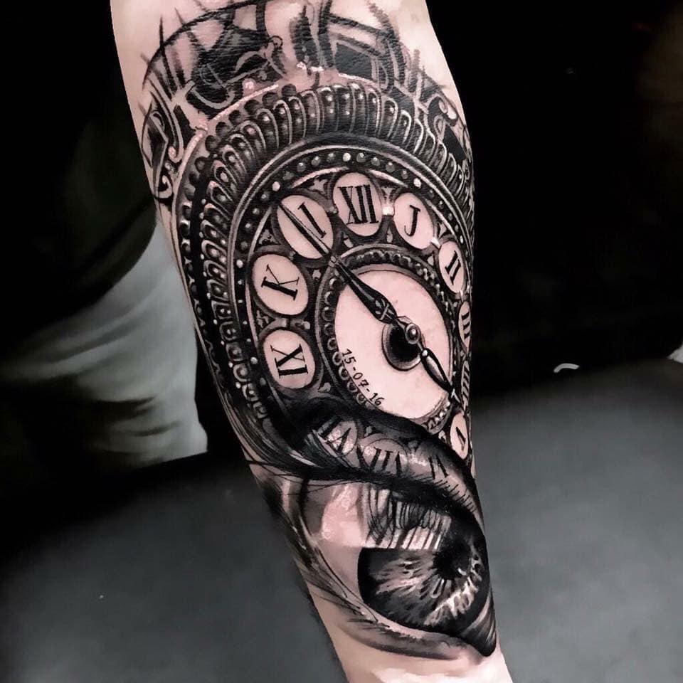 Tatouage oeil et horloge