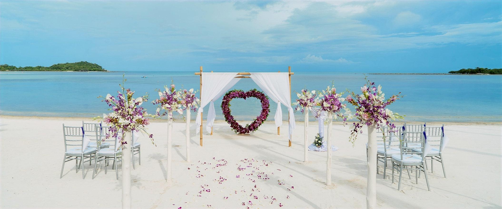 beach-3258642_edited_edited.jpg