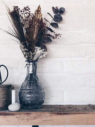 Gevulde vaas in geslepen glas