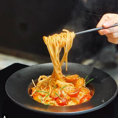 雙層芝⼠番茄汁⾁丸扁意粉