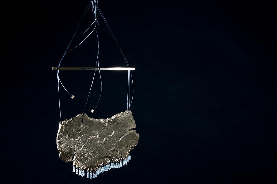 """Marion Fillancq - collier """"Fragments & marionites"""" - Ligne """"Archéo"""", 2015 métal doré à l'or fin fontes cire perdue, techniques de bijouterie"""