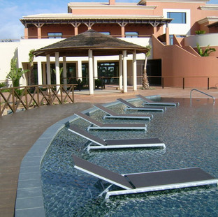 Tennis courts Running trail Outdoor training station Outdoor yoga & fitnessareas Sauna, Turkish Bath &Hot-tub