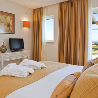 Relax in your  spacious suite  Enjoy the 8 hectares  of gardens