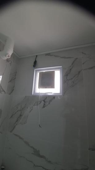 Hung Window c/w Exhaust Fan