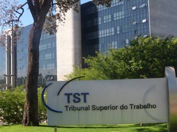 TST proíbe Correios de descontar dias de greve do salário de funcionários