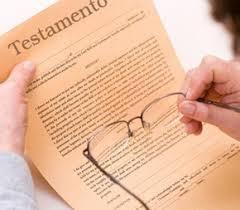 Cláusula de inalienabilidade não impede doação do bem em testamento.