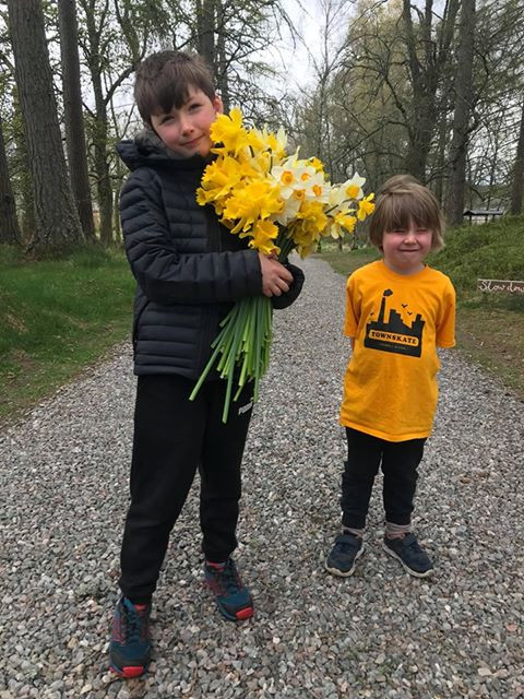 Delivering daffodills to their neighbours!