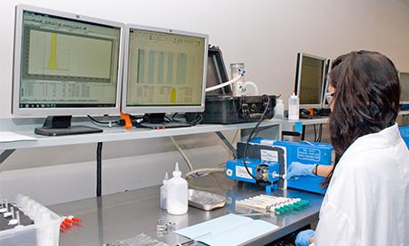 Laboratory Analyst Conducting Sorbent Trap Analysis Using M324