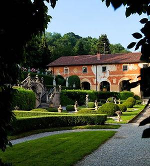 villa-sommi-picenardi-02.jpg