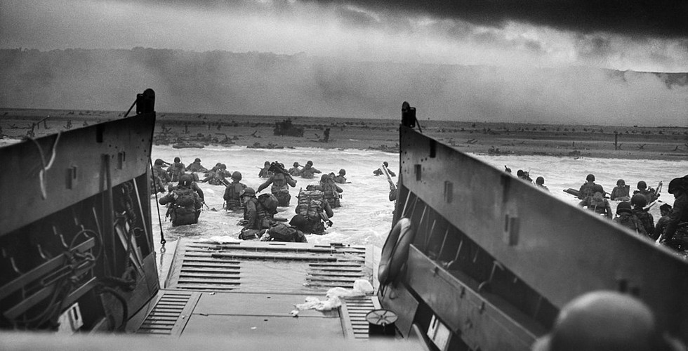 U, S soldiers storm the beaches at Omaha, beach, Normandy at part of the D-Day invasion on 6 June 1944.
