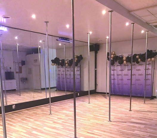 Dallas Downtown Pole Dance Studio  in Deep Ellum_edited.jpg