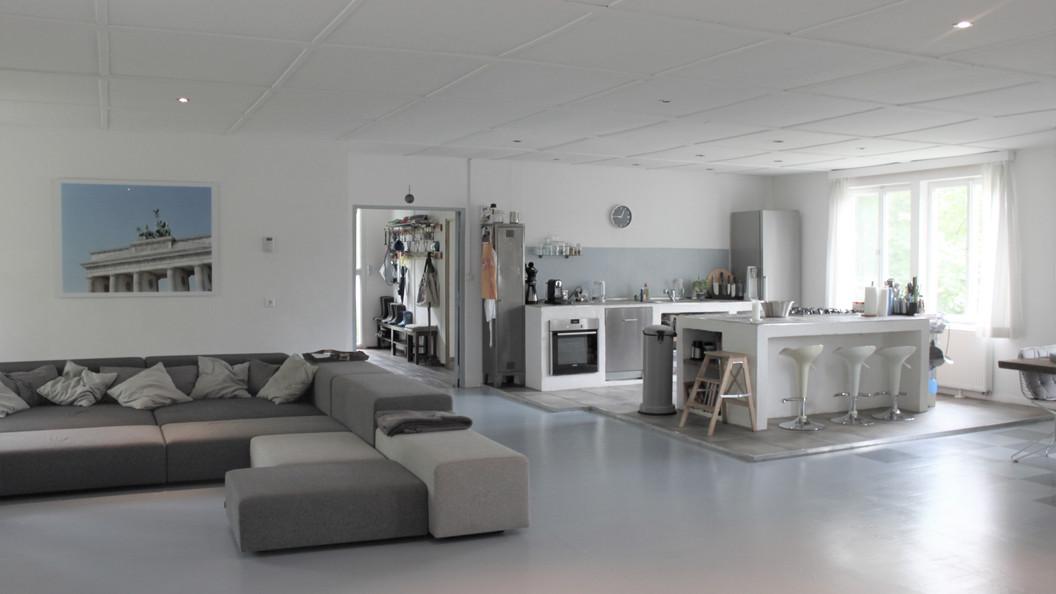 Wohnküche mit gemütlicher Loungeecke