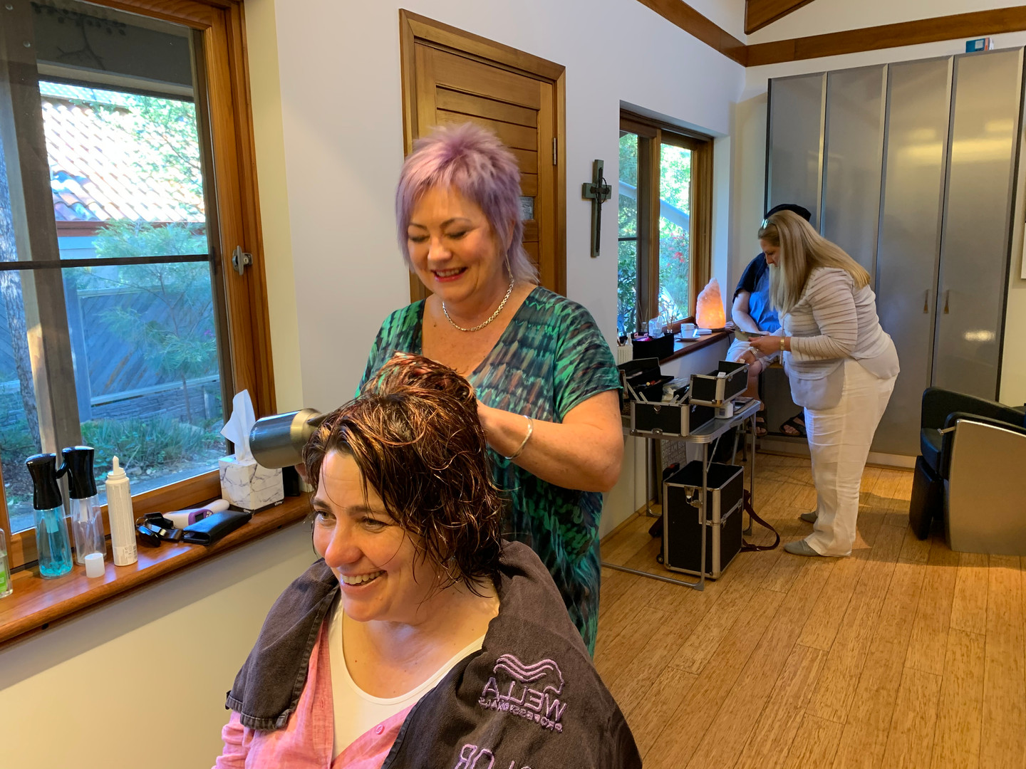 ... while Cath gets her hair done by hair stylist, Lisa Moore.