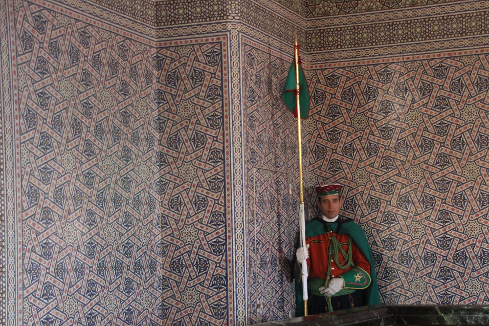 שמירה ,הקבר של מוחמד החמישי מלך מרוקו, ממלכה, הצבת גבול