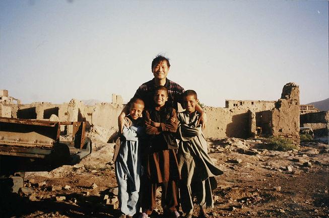 하목사님과 아프간아이들 원본.jpg