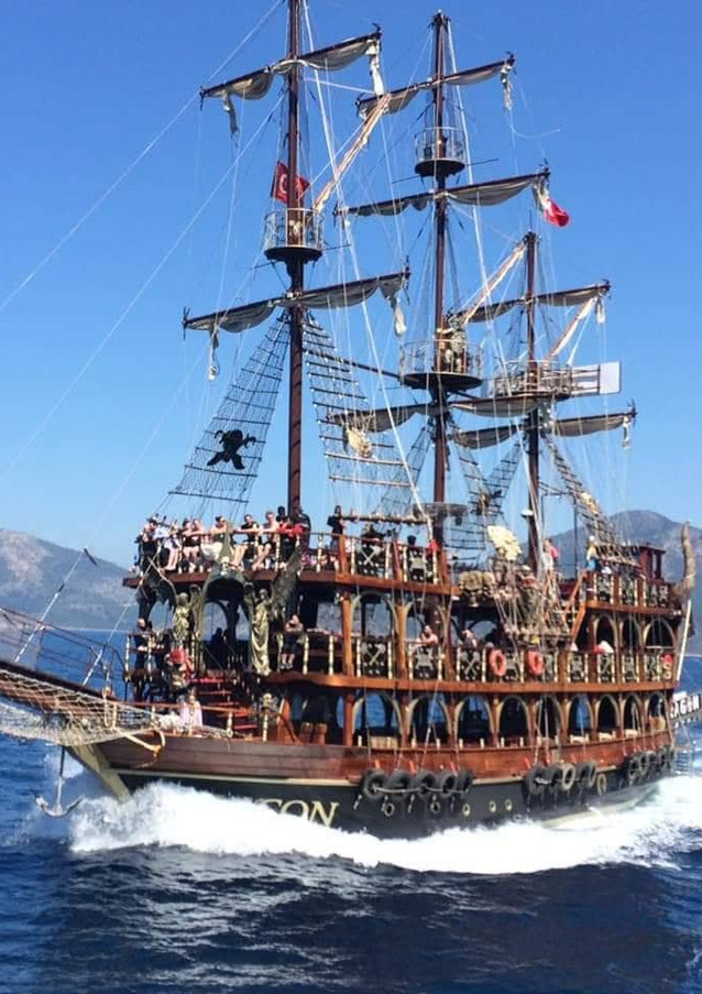 WAVES Dragon pirate boat trips Ölü Deniz Turkey
