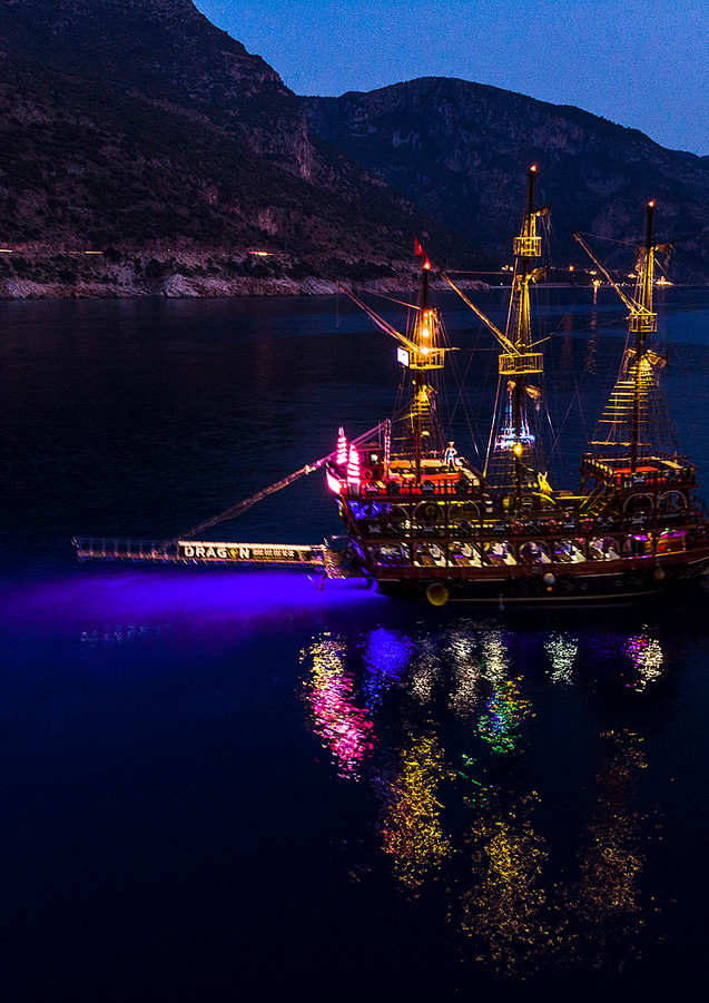 LIGHT UP  Dragon Pirate Boat Trip Ölü Deniz Turkey