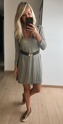 Robe grise légèrement pailletée