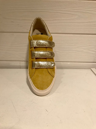 Sneakers yellow scratchs gold