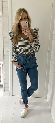 Jeans taille haute ceinturé