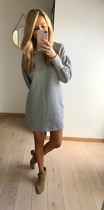 Pull robe grise