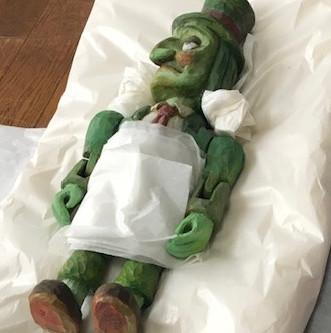 八王子市夢美術館「チェコの現代糸あやつり人形とアート・トイ  春日明夫コレクション」集荷作業の様子をちょっとだけご紹介。