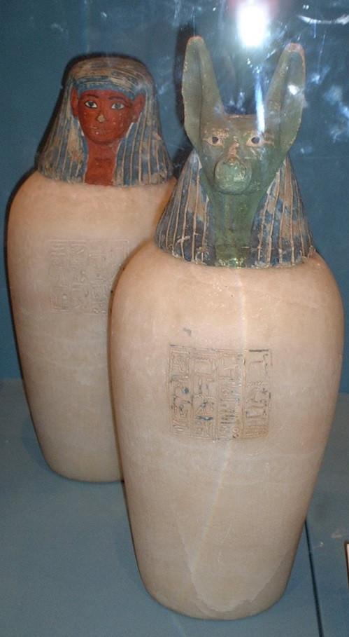 アヌビスの形をした壺