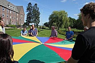 Parachutespelen is leuk leren
