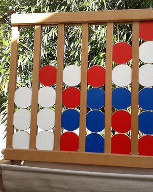 mariecultive-puissance4-locationjeuxgeants-Le but est de réaliser une ligne de 4 palets de la même couleur à l'horizontale, verticale ou diagonale