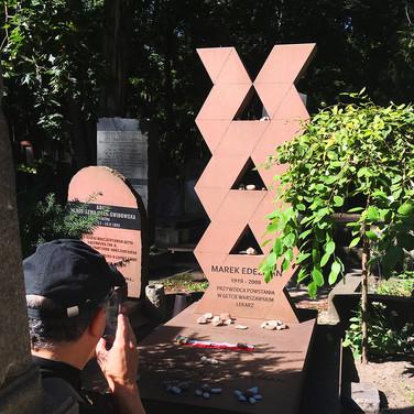 Alex at the grave of Marek Edelman
