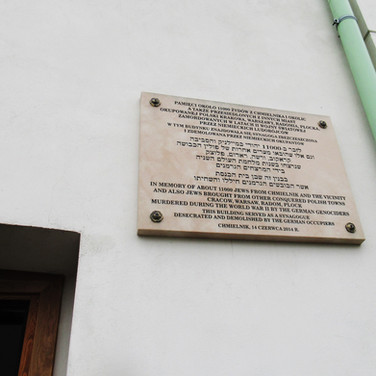 Plaque on the wall of the Synagogue