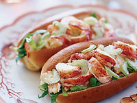 maine-lobster-roll-200308.jpg