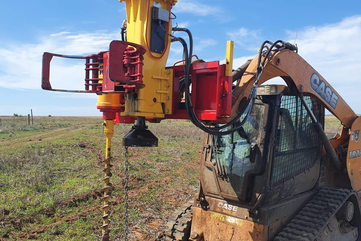 PR70S AG Pro Post Rrammer With Auger and Open Grab Ready to Work.jpeg