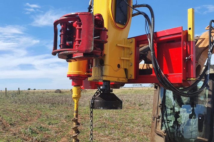 PR70S AG Pro Post Rrammer With Auger and Grab.jpeg