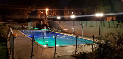 תאורה רחוב סולארית בריכת שחיה