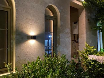 תאורת קיר סולארית למרפסת