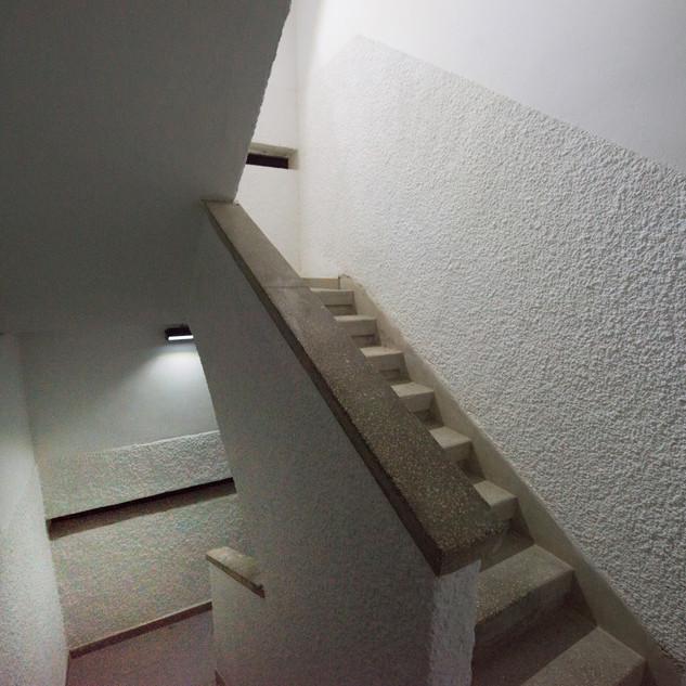 שיקום שכונות - הארת חדרי מדרגות