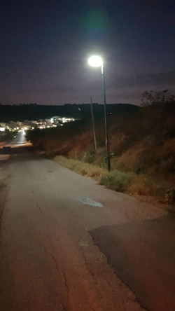 כביש מואר בלילה